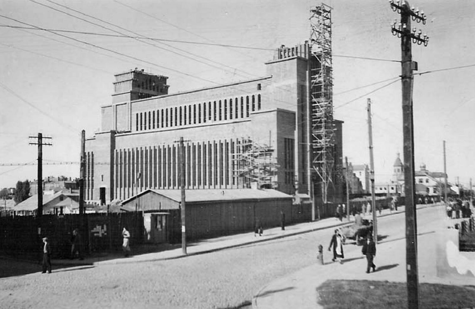 9 il. Šalia Žemaičių gatvės kyla pagrindinis bažnyčios bokštas, apie 1938–1939 m., Kauno Kristaus Prisikėlimo bažnyčios ir parapijos archyvas