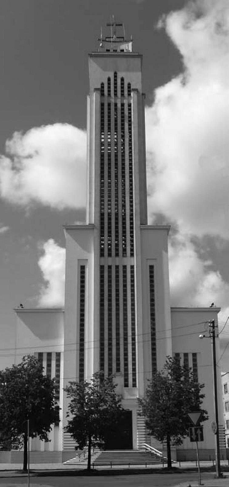 13 il. Karolis Reisonas, Algimantas Sprindys, Atstatytoji Kristaus Prisikėlimo bažnyčia: rytų fasadas, 2011 m., Aido Vasiliausko nuotrauka