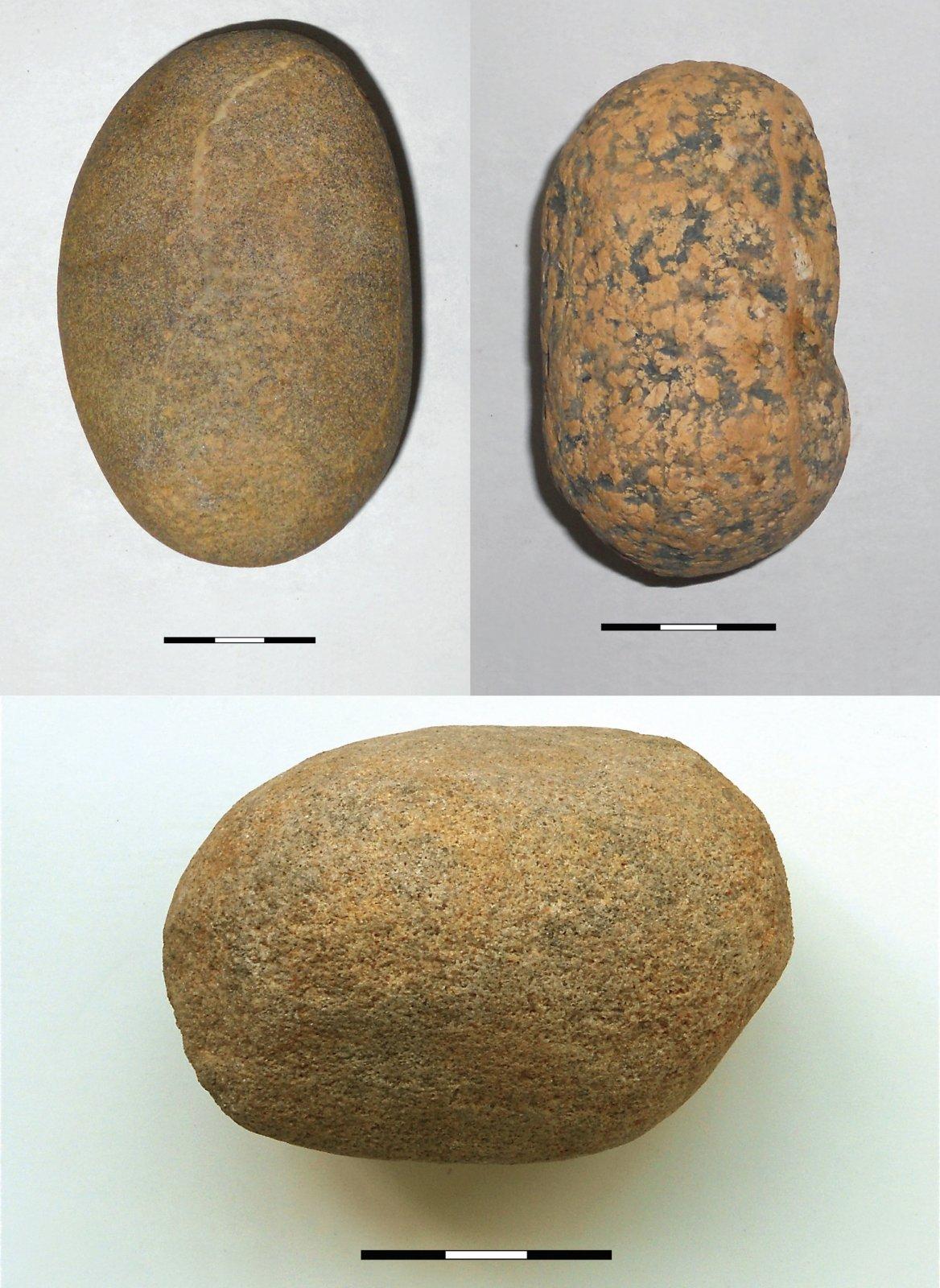 16 pav. Muštukai: a) Sudota 2, b) Sudota 2, c) Titnas 1A (Gabrielės Gudaitienės nuotrauka) / Fig. 16. Battering stones: a) Sudota 2, b) Sudota 2, c) Titnas 1A