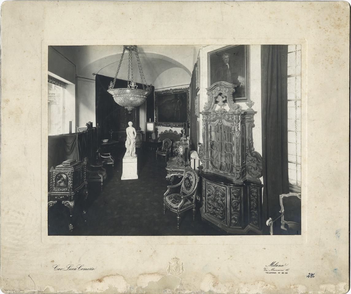 """2 pav. V. Tiškevičiaus antikvariatas """"Galleria Warowland"""" Milane. L. F. Comerio nuotr. XX a. 1–2 deš. KMIF 7123"""