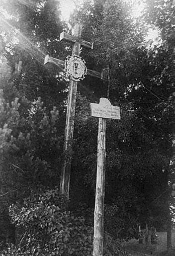 2 pav. Kryžius, statytas 1896 m., Zaviesiškių dvarvietėje (Anykščių r.). A. Varno nuotr., 1924. LDM LF-557/1