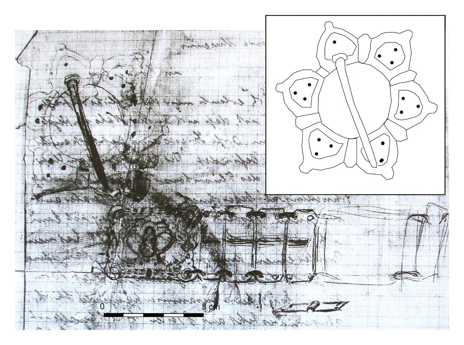 """3 pav. H. Bratkaus 1929 m. laiške """"Prussia"""" muziejui nupiešti Šyšos Švedkapių radiniai: viršuje kairėje segė, žemiau metalinio diržo fragmentas. Baltame lauke pavaizduoti segės kontūrai pagal H. Bratkaus piešinį (pagal SMB-PK/MVF, PM IXd 1, PM-A 1588/1). Mastelis žymi piešinio dydį / Fig. 3. Letter from H. Bratkus to the Prussia Museum, 1929 with sketch of the Šyša finds: top left – brooch; below – fragment of a metal belt. The outline of the brooch is shown according to Bratkus' sketch (according to SMB-PK/MVF, PM IXd 1, PM-A 1588/1). The scale shows the size of the sketch"""