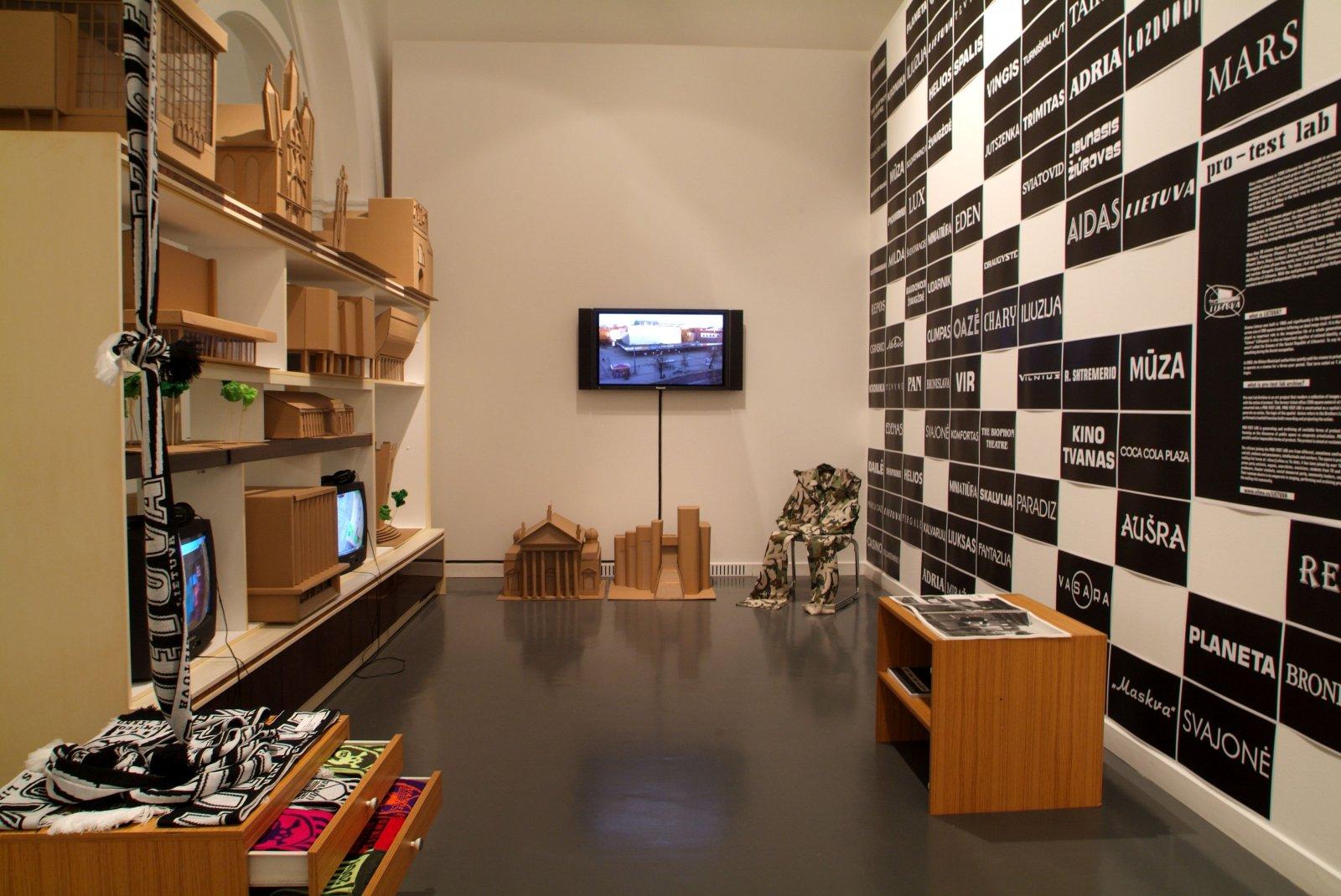 """Nomeda ir Gediminas Urbonai. Instaliacija """"Fluxus East"""". Kunstlerhaus Bethanien, Berlynas, 2007. Nomedos ir Gedimino Urbonų nuotr."""