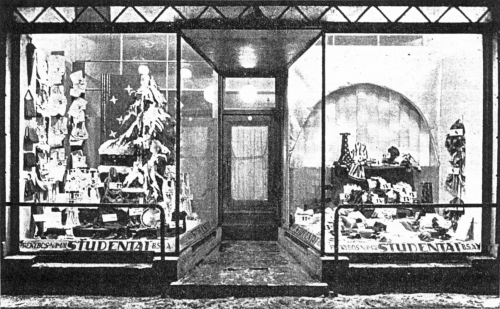 """5 il. Prekybos namų """"Studentai"""" kalėdinė vitrina ([I]Naujoji Romuva[/I], 1938, nr. 1–2)"""