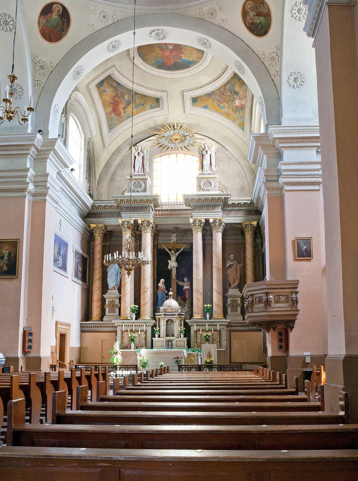 Šventojo Kryžiaus bažnyčios vidus. Vaizdas į presbiteriją. 2006 m. Aurimo Švedo nuotrauka