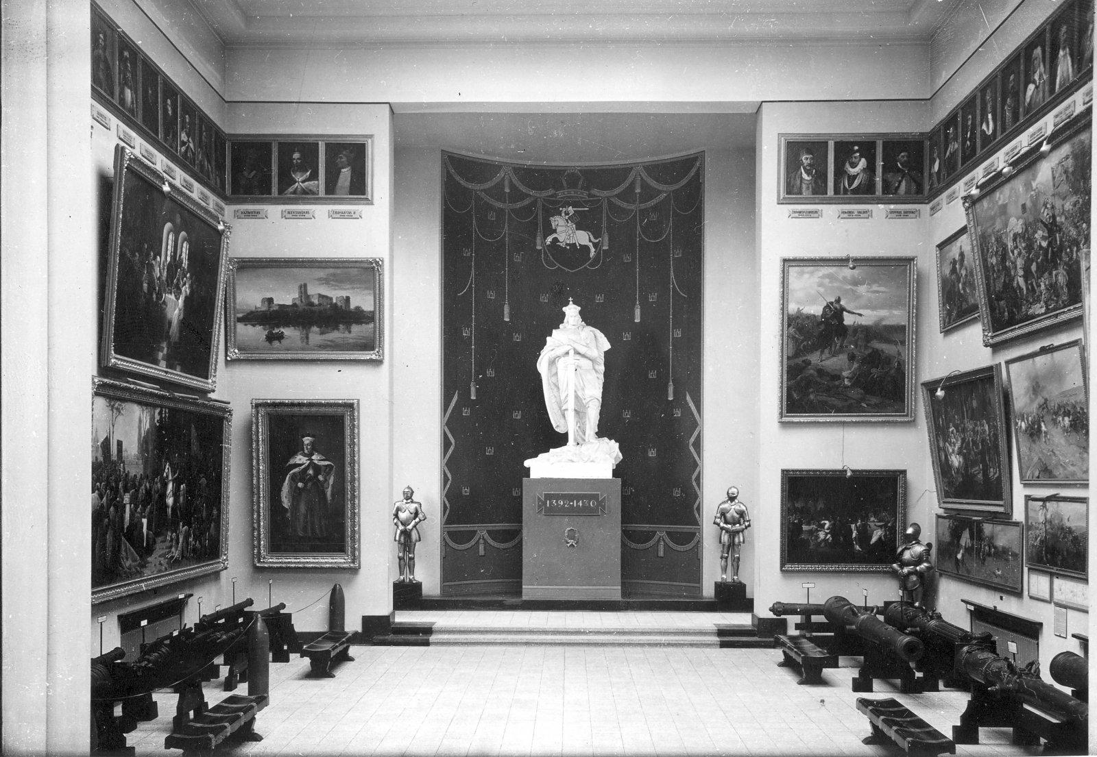 5 il. Vytauto Didžiojo karo muziejaus Vytauto Didžiojo kapela. 1939 m. Fotografas J. Timukas. Vytauto Didžiojo karo muziejaus nuosavybė, N – 1028
